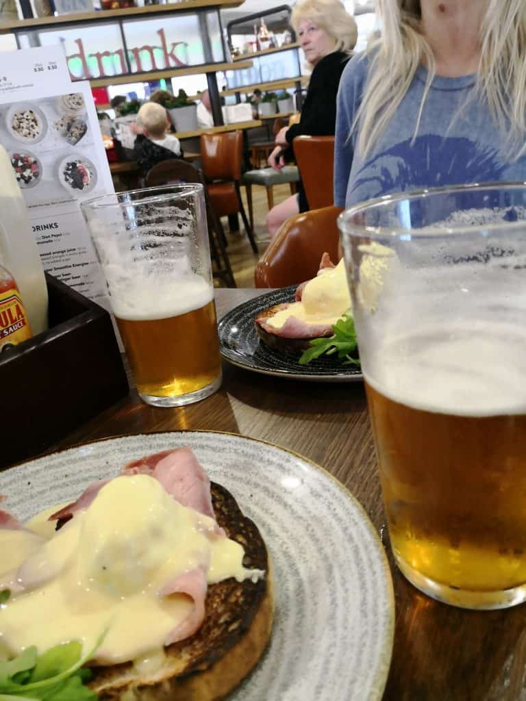 red lion gatwick wetherspoons eggs benedict
