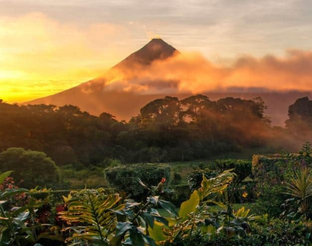 costa rica travel guide and tips